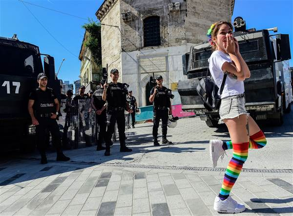 ss-170625-istanbul-pride-march-banned-13_9be62921532e80c02758c26d087e9cd2.nbcnews-ux-600-480.jpg